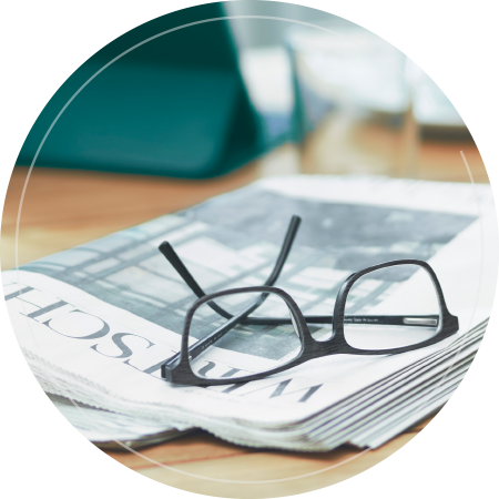 Zeitung und Brille - öffentliche Aufträge vergeben mit evergabe.de